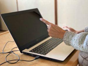 パソコン指差し