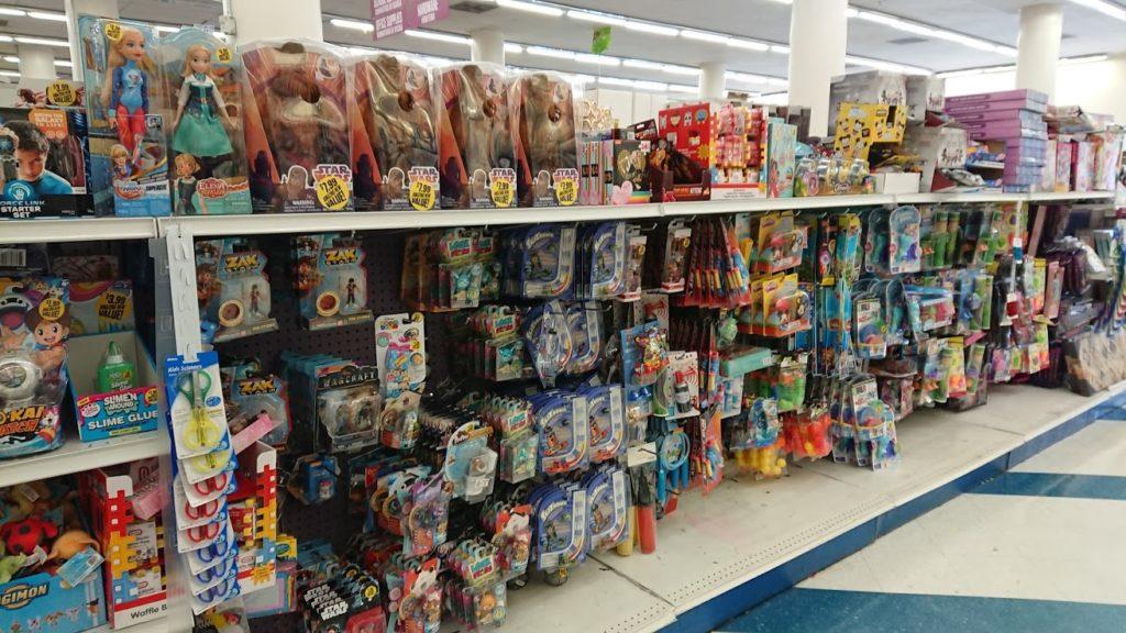 99セントショップのおもちゃ売り場