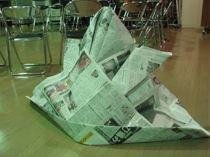 新聞紙で作った兜