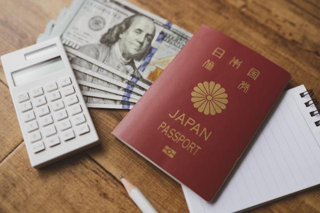 電卓と外貨とパスポート
