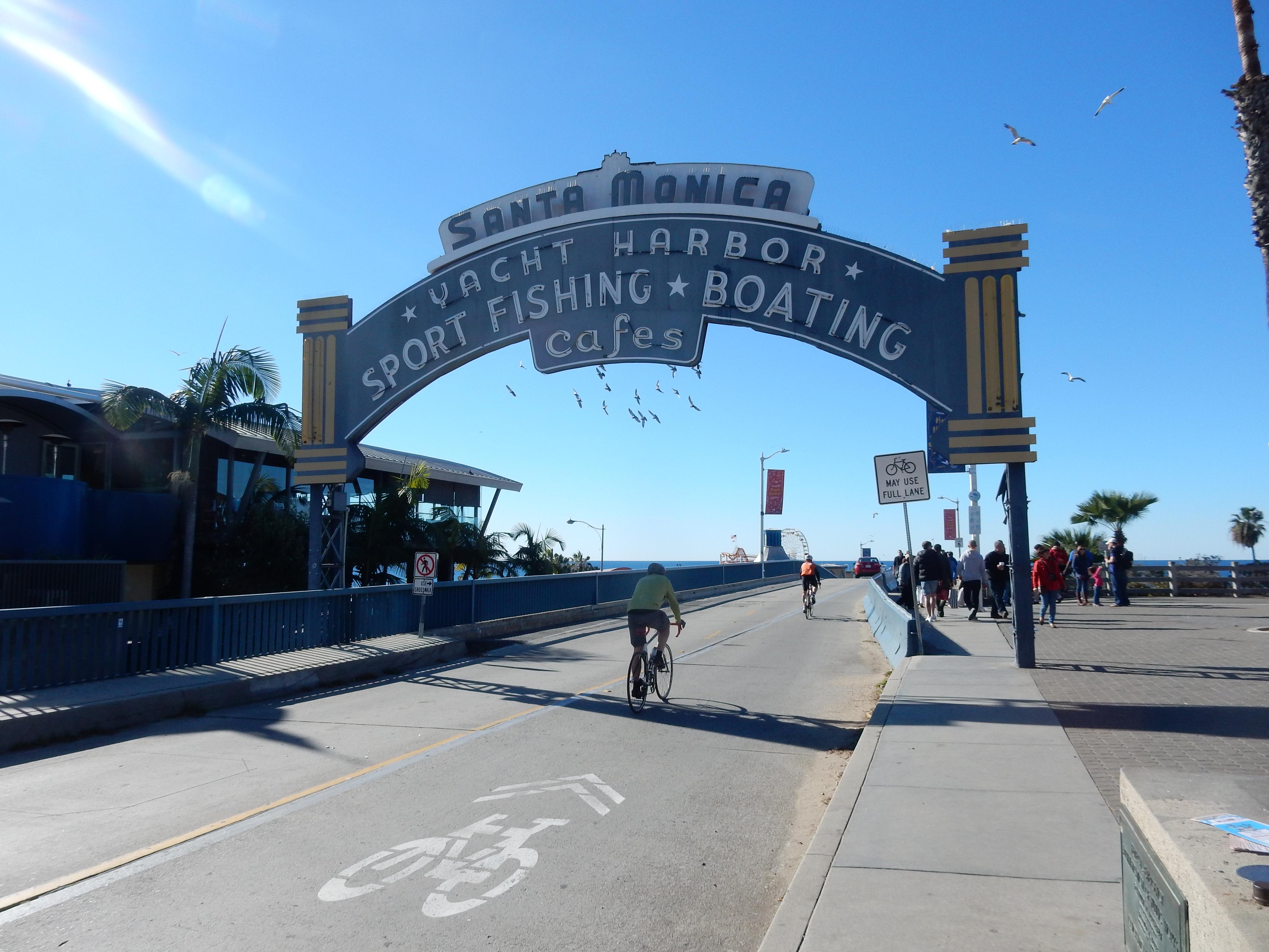 カリフォルニアで自転車ライフ!交通ルール・ヘルメット・空気入れ